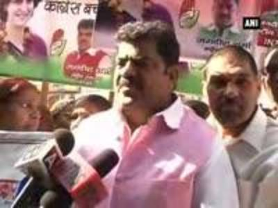 News video: Congress workers protest outside HQ to bring Priyanka Gandhi and save Congress